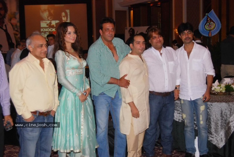 Bolly Celebs at Sanjay Dutt's Iftar Party - 18 / 78 photos