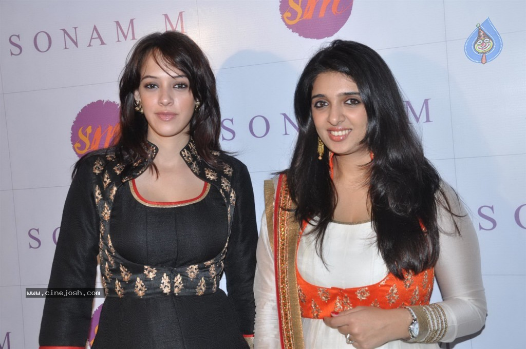 Bolly Celebs at Sonam Modi Spring Summer Collection - 8 / 43 photos