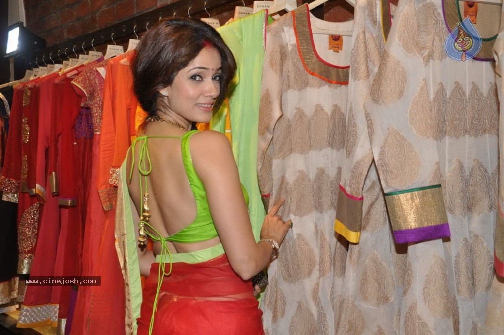 Bolly Celebs at Sonam Modi Spring Summer Collection - 13 / 43 photos