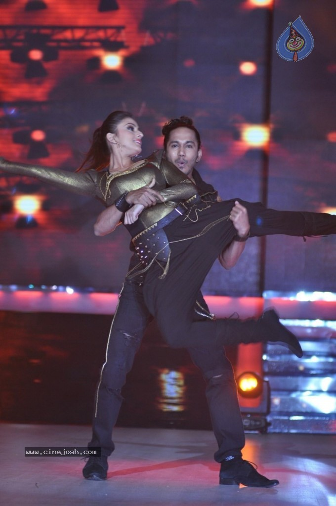Celebs at Jhalak Dikhhla Jaa Season 6 Event - 8 / 75 photos