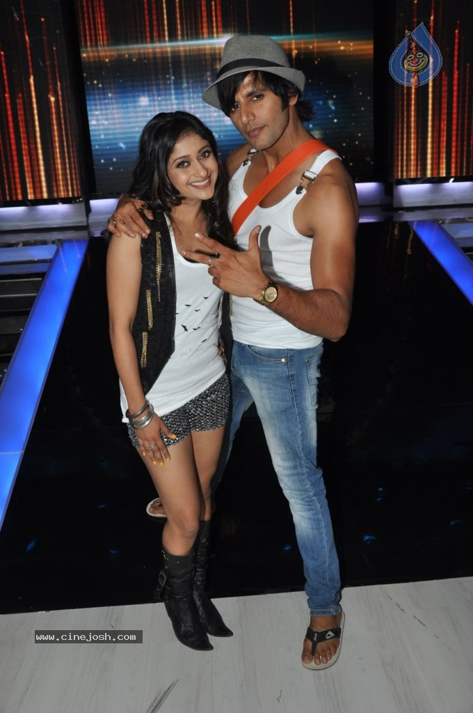 Celebs at Jhalak Dikhhla Jaa Season 6 Event - 19 / 75 photos