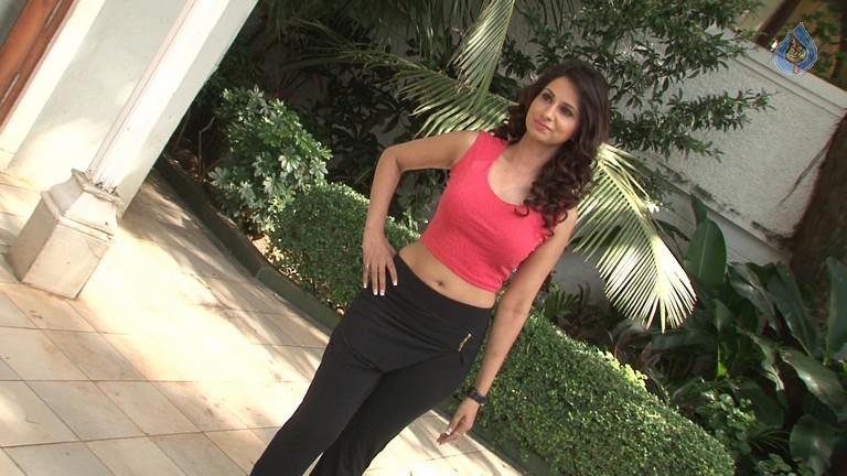 Aackruti Nagpal Hot Photos On Location Shoot of Film Ek