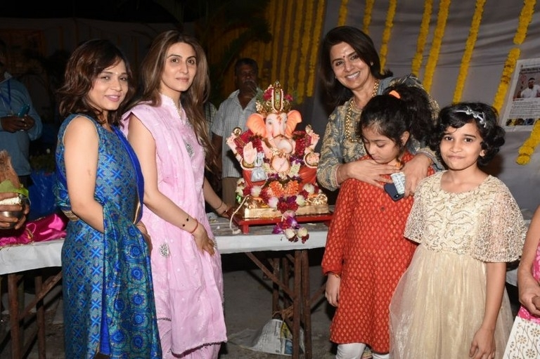 Ekta Kapoor Ganpati Celebrations 2018 - 7 / 18 photos