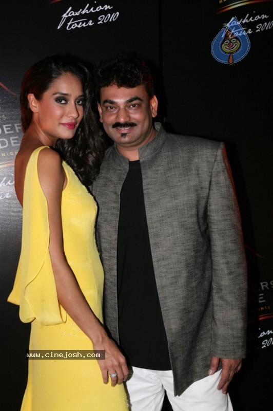 Hot Bolly Celebs at Blenders Pride Fashion Show 2010 - 6 / 65 photos