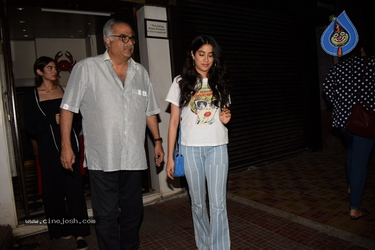 Khushi Kapoor And Janhvi Kapoor Spotted At Bastian - 2 / 9 photos