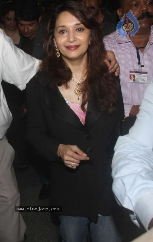 Madhuri Dixit Arrives in India - 4 / 20 photos