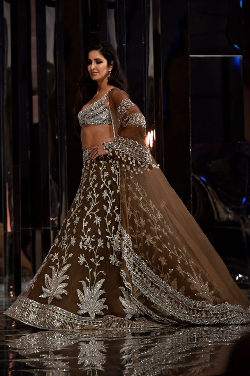 Manish Malhotra Couture Show 2018 - 3 / 38 photos