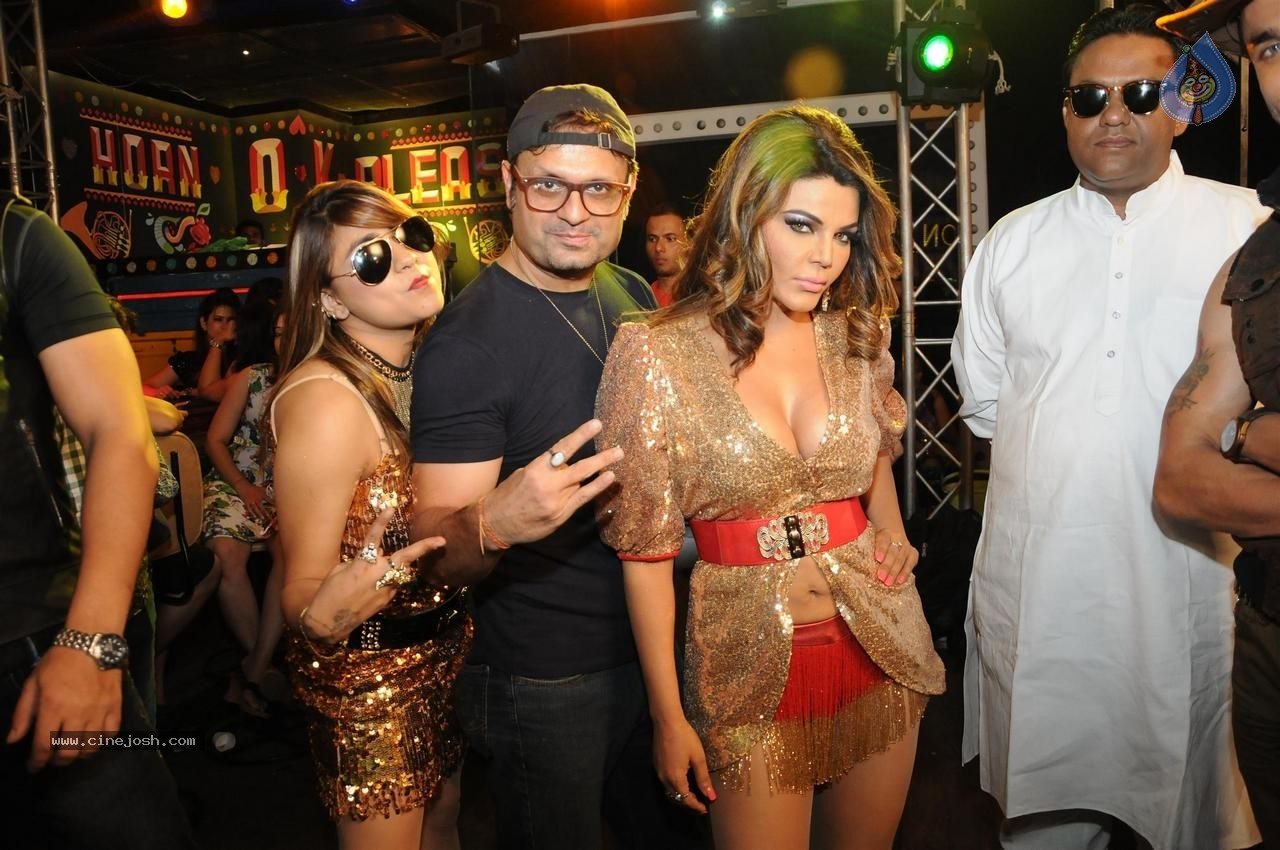 Rakhi Sawant Jaan Bigdela Video Shoot Photos - 17 / 32 photos