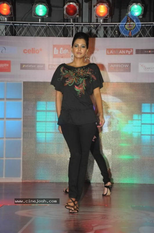Runway Central Hosts Fashion Fiesta at Oberoi Mall - 10 / 48 photos