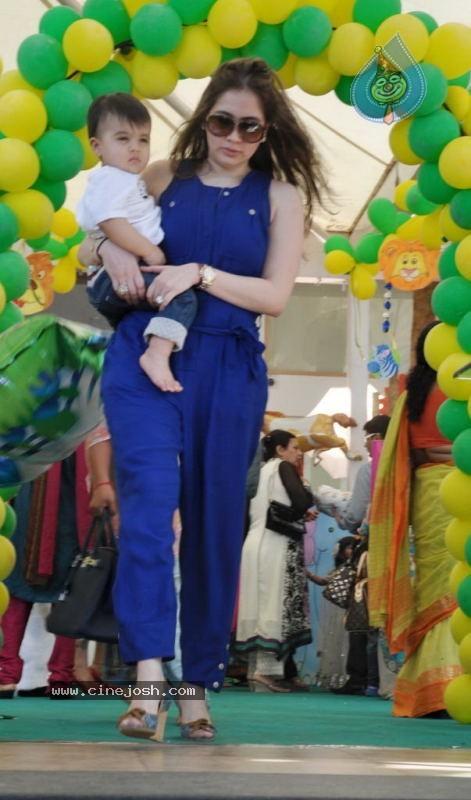 Sanjay Dutt Kids Birthday Party - Photo 27 of 30