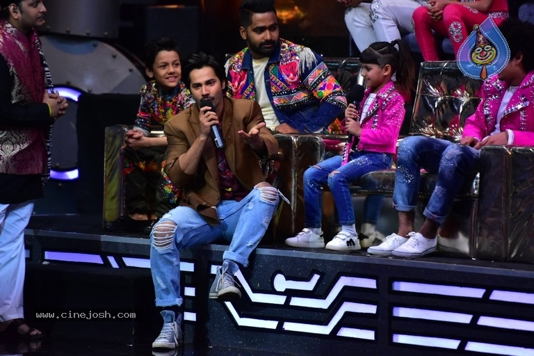 Varun Dhawan Spotted On Set Of Super Dancer Chapter 2 - Photo 4 of 11