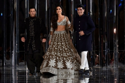Manish Malhotra Couture Show 2018 - 1 of 38