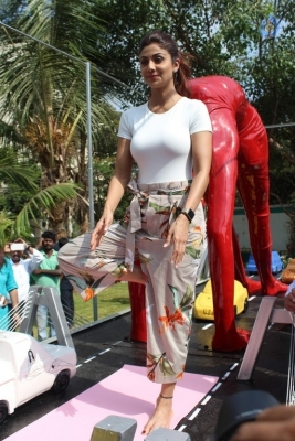 Shilpa Shetty Yoga Pose Statue Inauguration Pics - 3 of 38