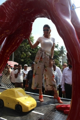 Shilpa Shetty Yoga Pose Statue Inauguration Pics - 12 of 38