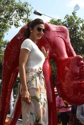 Shilpa Shetty Yoga Pose Statue Inauguration Pics - 15 of 38