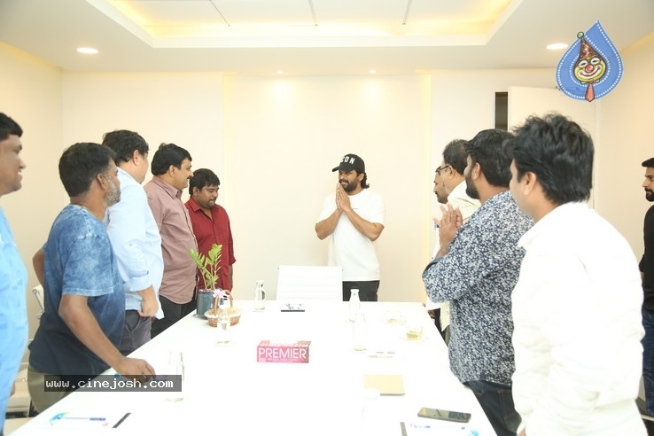 Allu Arjun Meets Film Newscasters Association - 9 / 16 photos