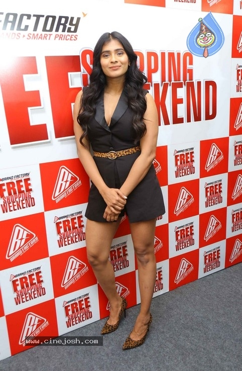 Hebah Patel Unveils Free Shopping Weekend Of Brand Factory - 17 / 42 photos