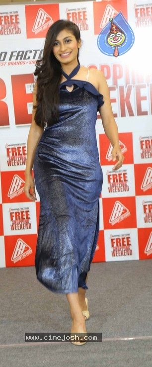 Hebah Patel Unveils Free Shopping Weekend Of Brand Factory - 21 / 42 photos
