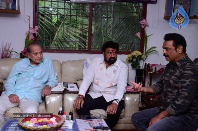 Chandrababu and Balakrishna Meet Superstar Krishna Family - 2 of 60