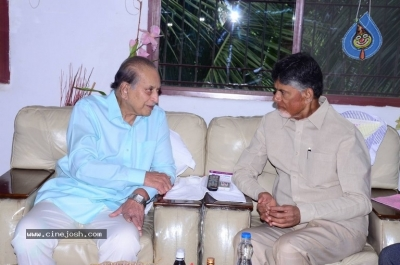 Chandrababu and Balakrishna Meet Superstar Krishna Family - 17 of 60