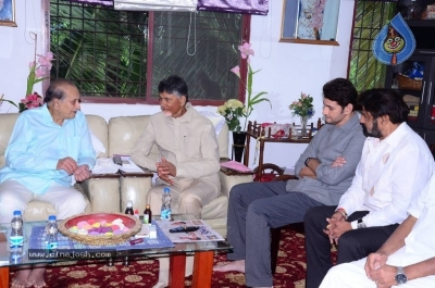 Chandrababu and Balakrishna Meet Superstar Krishna Family - 18 of 60