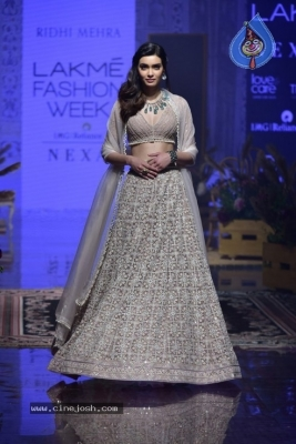 Showstoppers at Lakme Fashion Week - 6 of 53