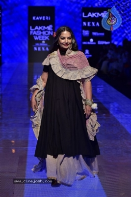 Showstoppers at Lakme Fashion Week - 10 of 53