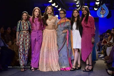 Showstoppers at Lakme Fashion Week - 15 of 53