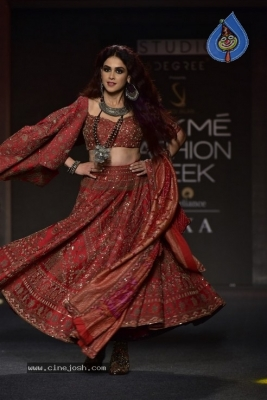 Showstoppers at Lakme Fashion Week - 16 of 53