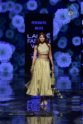 Showstoppers at Lakme Fashion Week - 18 of 53