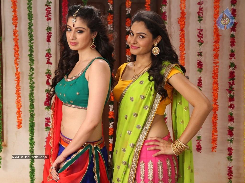 Aranmanai Tamil Movie Stills - Photo 2 of 32