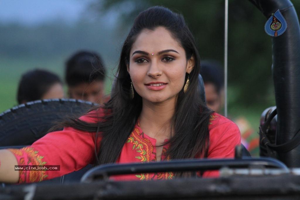Aranmanai Tamil Movie Stills - Photo 3 of 15