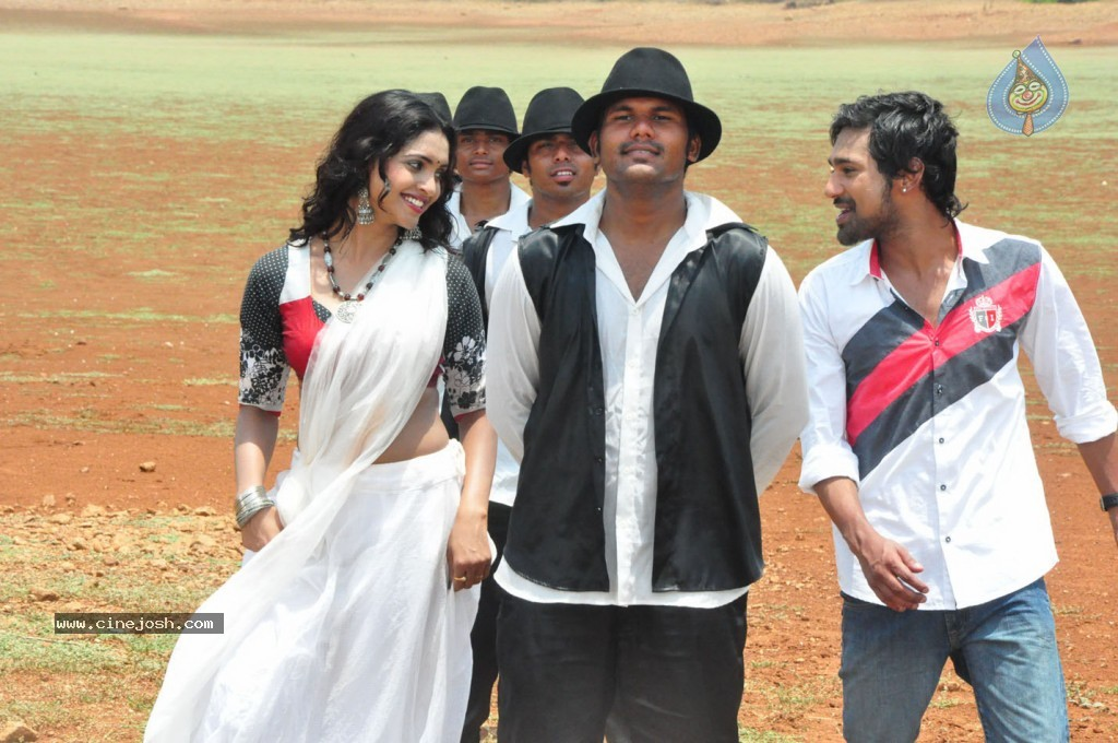 Chammak Challo Movie Stills and Walls - 3 / 39 photos