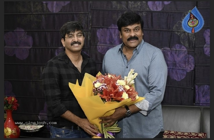 Chiranjeevi With Arjun Suravaram Team  - 5 / 9 photos