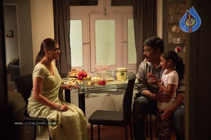 Iruttu Tamil Movie Stills - 17 / 17 photos