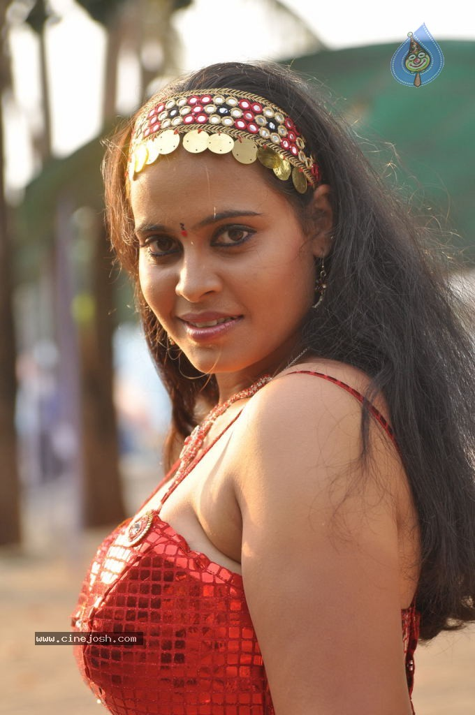 Nadodi Kkoottam Tamil Movie Hot Stills  - 4 / 31 photos
