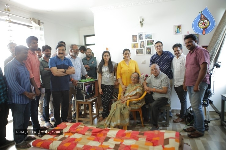 Senior Director Singeetham  At Vallidhari Madhya Movie Sets - 1 / 35 photos