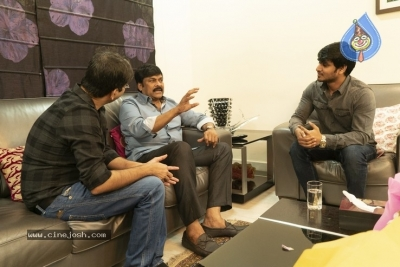 Chiranjeevi With Arjun Suravaram Team  - 4 of 9
