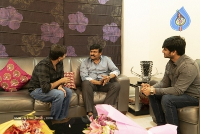 Chiranjeevi With Arjun Suravaram Team  - 7 of 9