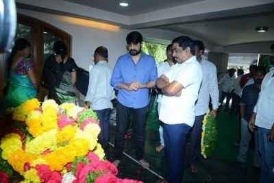 Celebs Pay Homage to Srikath Father