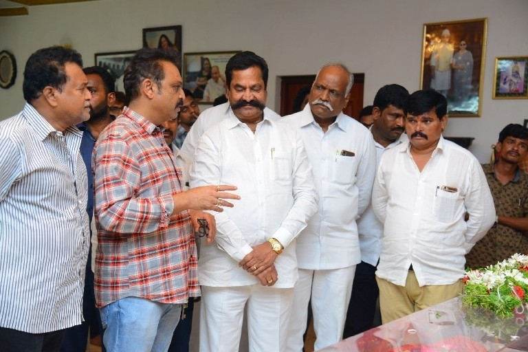 Celebs Pay Homage To Vijaya Nirmala 03 - 18 / 61 photos