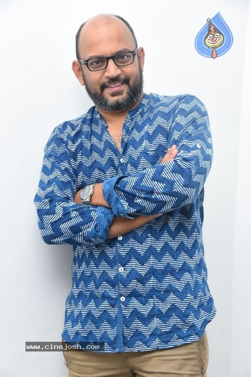 Director VI Anand Pics - 7 / 21 photos