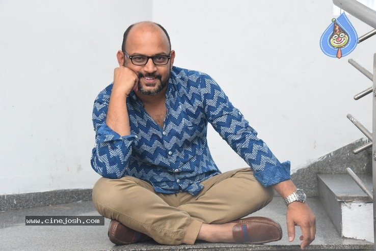 Director VI Anand Pics - 19 / 21 photos