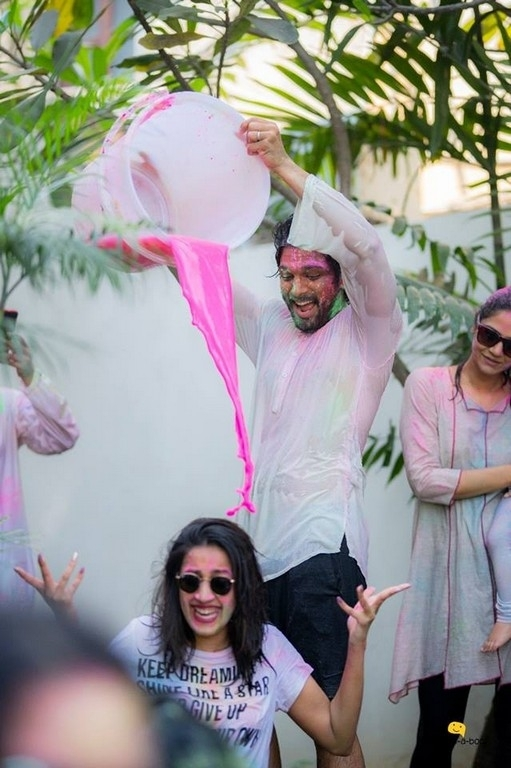 Mega Family Holi Celebrations 2019 - 3 / 7 photos