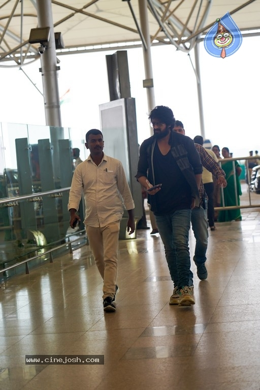 Naga Shourya Airport Pics - 2 / 6 photos