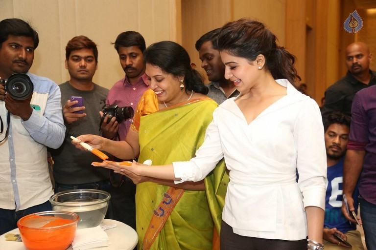 Samantha at Maxcure Hospitals Organs Donation Event - 9 / 53 photos