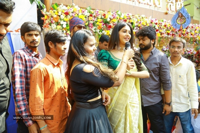 Sri Kanchi Alankar Silks Grand Launch - 14 / 28 photos