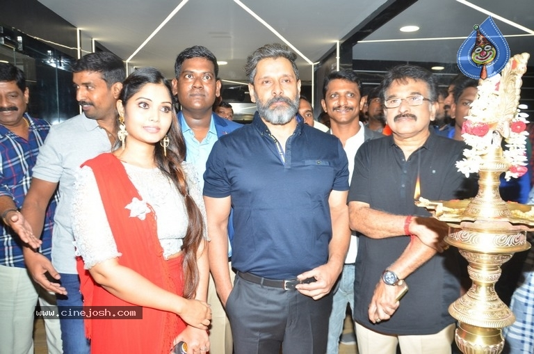 Vikram Launches Fitness Laboratory - 3 / 8 photos