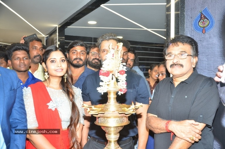 Vikram Launches Fitness Laboratory - 4 / 8 photos