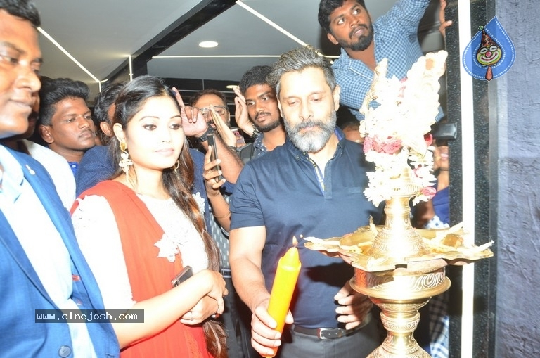 Vikram Launches Fitness Laboratory - 7 / 8 photos
